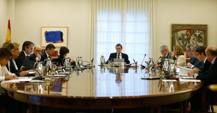 Il premier Mariano Rajoy durante il vertice straordinario del Governo spagnolo